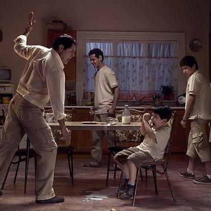 Почему взросыле срываются на детей и бьют их