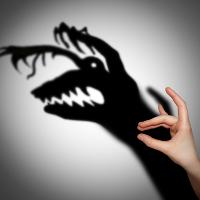 Накрывает страх и тревога, что ничего не могу изменить